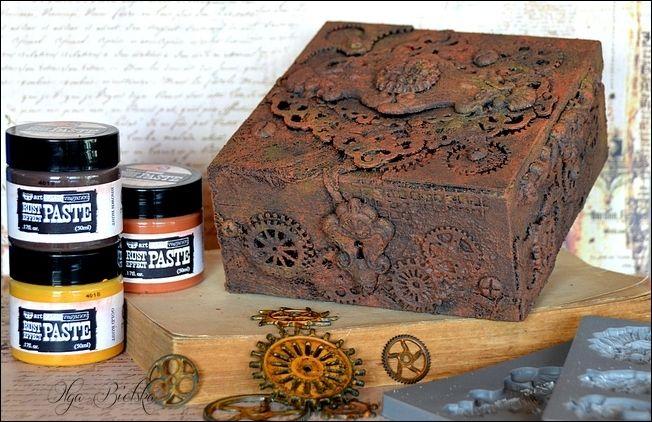 Rusty box / zardzewiałe pudełko - Altered Art.