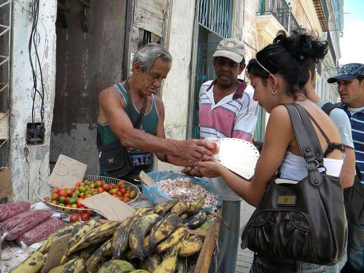 https://flic.kr/p/fLrDoT | Marchand de rue 2 | Marchand de fruits et légumes à la Havana, Cuba