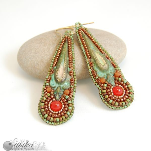 Original beaded earrings with an interesting colour combo.
