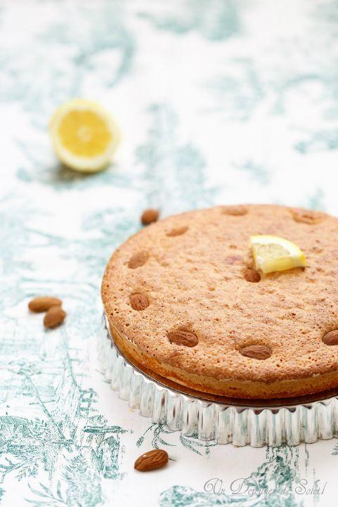 Gâteau aux amandes et au citron (sans beurre et sans gluten) typique de la Sardaigne