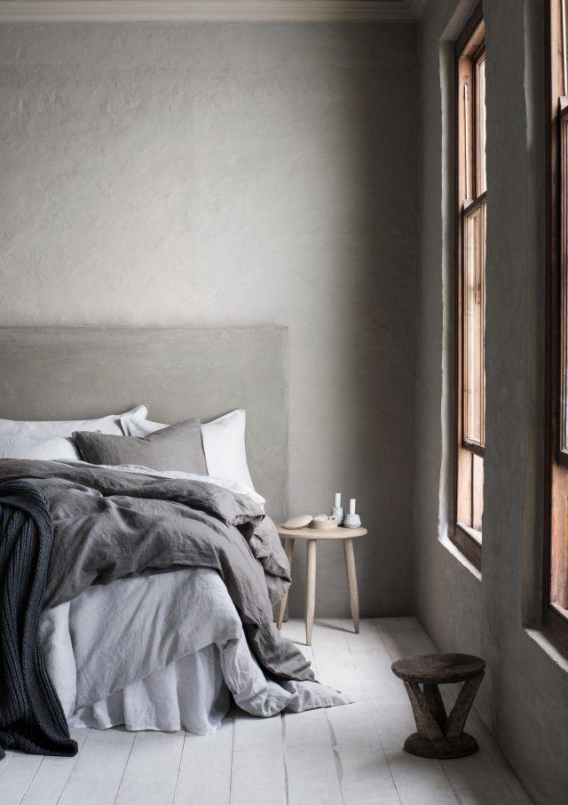 Tycker denna bild från HM home är så vacker och stillsam. Man vill bara lägga sig i sängen och sova törnrosasömn. Tror det är den vackra gråskalan i kombination med träet och de mjuka...