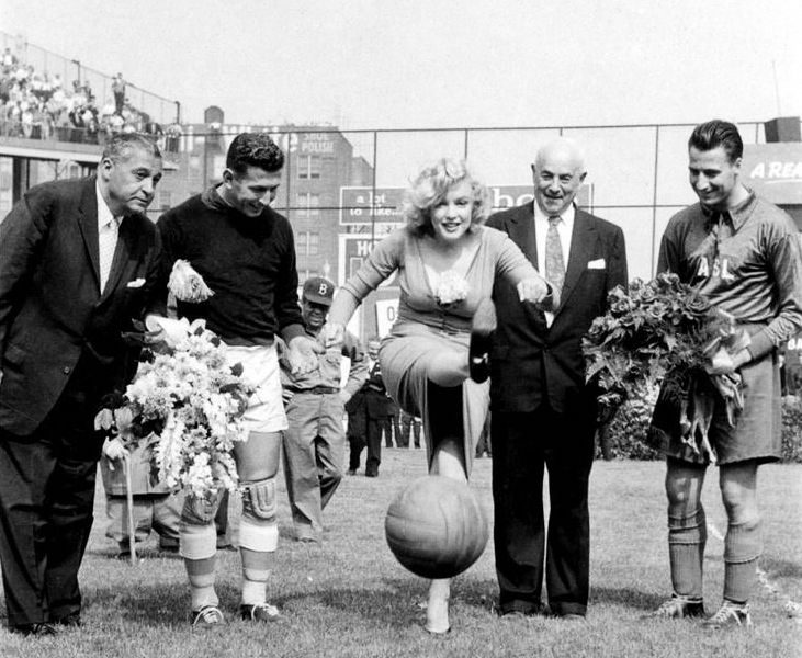 Marilyn Monroe at the soccer game between USA & Israel - 1957 #soccer #soccergirl #football #fútbol #futbol #voetbal #Fußball #fotball #calcio