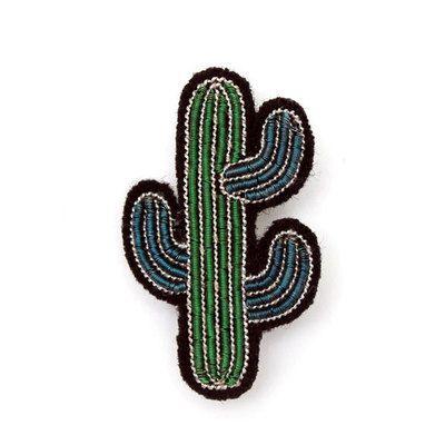 Commandez dès maintenant notre Petite broche Cactus MACON et LESQUOY. Broche brodée, bijou brodé Macon Lesquoy. Bijou, badge, broches pour enfant, ado, femme, homme l www.little-home.fr