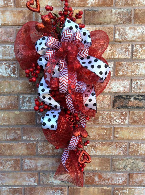 Valentine Wreath, Valentine Swag,Heat Wreath, Heart Swag, Polka Dot Valentine Swag