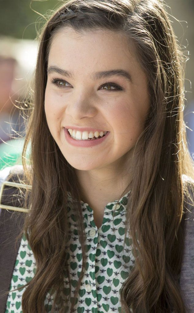 A full beauty breakdown of Pitch Perfect 2 Bella newcomer Emily, played by Hailee Steinfeld.