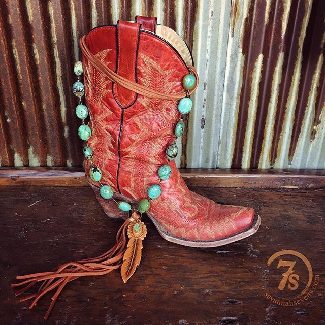 My most favorite turquoise ~ Carico Lake and that stone feather detail ~ oh my! :raised_hands::cactus:the Gridley Necklace is a showstopper piece! Cowgirl style. Rodeo fashion. Women's Western Wear. Ranch style. Boho cowgirl. Retro look.