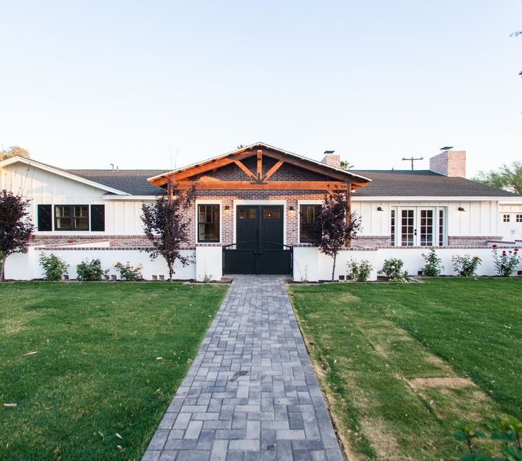 99 best images about home exterior stylings on pinterest for Industrial farmhouse exterior