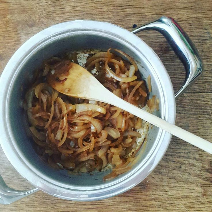 "Reposting @bitsofcarey :  ... ""Caramelised onions. No added sugar, just a little olive oil and balsamic to bring out the natural sugars and flavour.  #recipedevelopment #recipetesting @amc_cookware"""