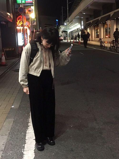ショート丈ブルゾンとベロアパンツでなんか足長い人にみえました。実際は短足だ辛い…🐷 そしてこの格好