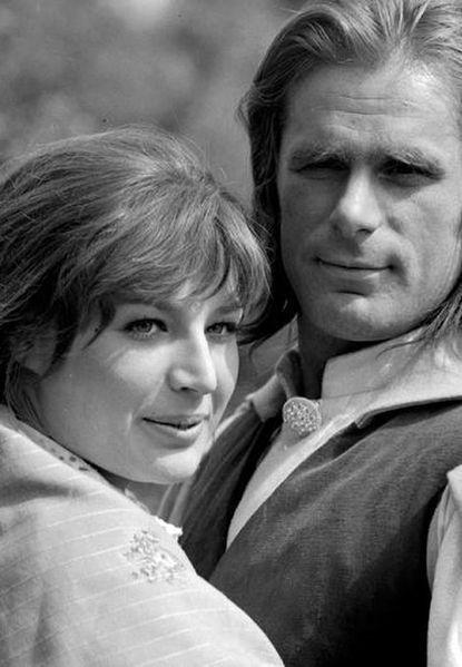 """Ewa Lemańska-Roycewicz - jej telewizyjny debiut miał miejsce w roku 1970, kiedy to wcieliła się w rolę Jagny, koleżanki tytułowej bohaterki serialu """"Doktor Ewa""""."""