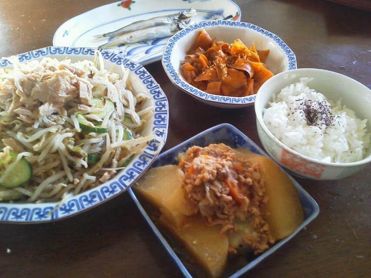 ・simmered meat and potatoes  ・boiled  smelt  ・Sliced cucumbers and  tuna and  bean sprout salad with a mayonnayse and soy souse dressing.  ・stewed pumpkin
