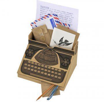 DIY vintage typewriter correspondence box with printable templates from Marie Claire Ideés - boîte à courrier comme une machine à écrire.