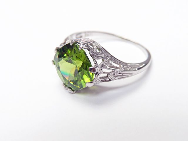 Angara Double Claw Cushion Peridot and Diamond Art Deco Framed Ring Rose Gold uiq1DzHfpA