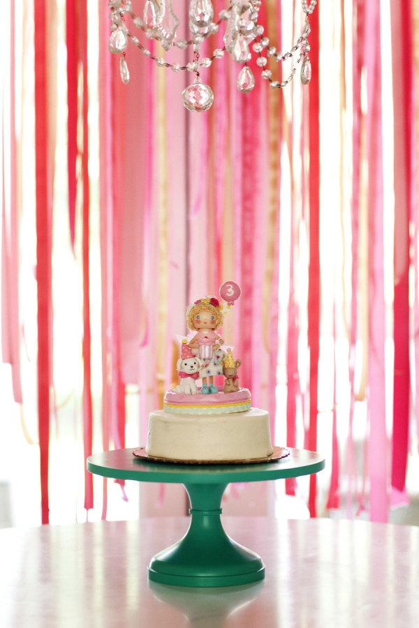 pink streamers and a pretty little cake perfect for turning the big 3  Photography by kariherer.com