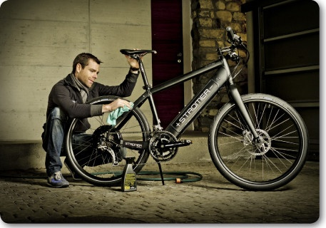 Cadel Evans (winner Tour de France and road cycling World champion) with his Stromer.