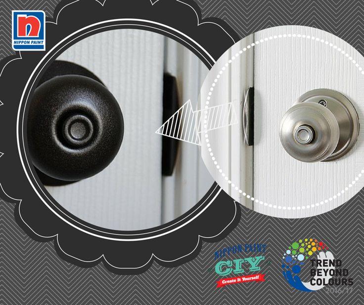 Bosan dengan gagang pintu berbahan logam yang terlihat monoton? Ubah gagang pintu Anda dengan lapisan Volcanic Black NP N 1918A agar terlihat minimalis dan menghindari pintu terlihat kusam.