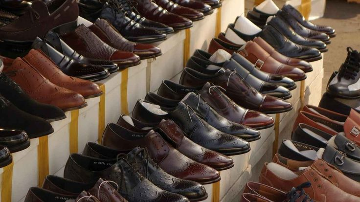 Berburu Sepatu dan Tas Murah di Cibaduyut - DoWisata – Berburu sepatu dan tas murah di Cibaduyut menjadi pilihan utama sebagian besar wisatawan yang bertandang ke Kota Bandung, Jawa Barat. Di tempat ini, …
