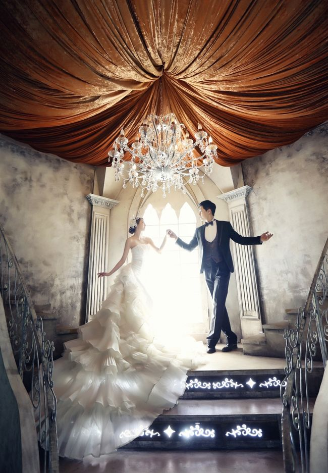 We are awestruck with the level of elegance and romance in this prewedding session!