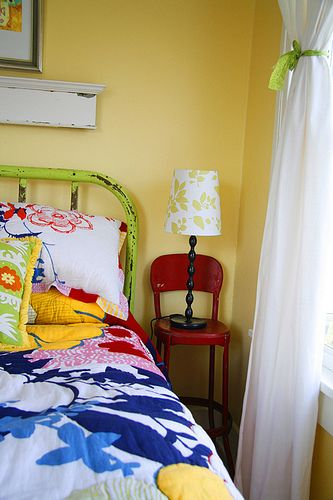the bright colors and the lime green bed!