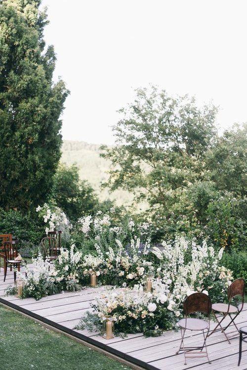 Fotografie von Lisa Poggi & Florals von La Rosa Canina | Blumenhochzeitsgänge | …   – Ceremony Inspiration