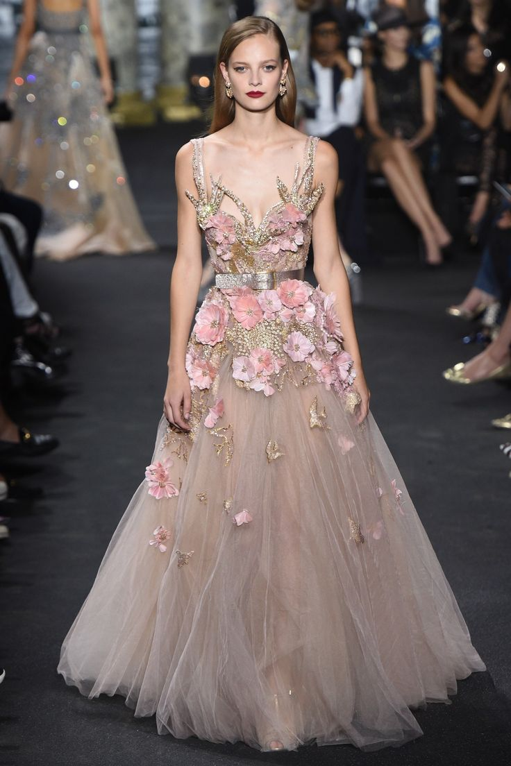 See the complete Elie Saab Fall 2016 Couture collection. | Fashion Trends