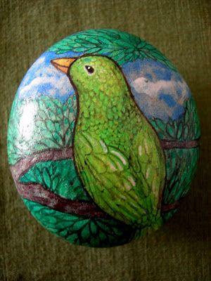 Kedibu Murales y Objetos Decorativos: Piedras Pintadas: Pájaro Verde, familia, niña llorando, bocado, ninfa, serpiente, pez