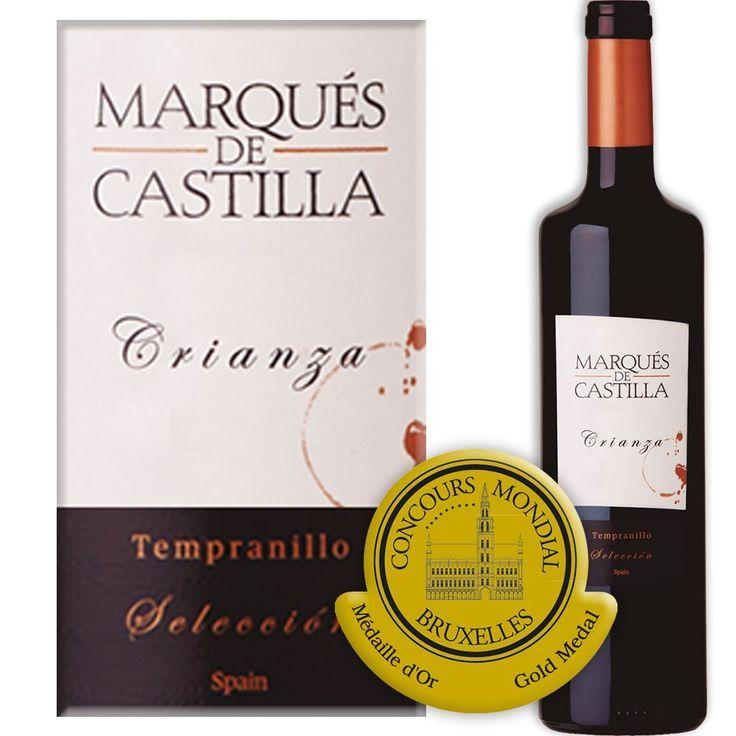 In het glas zien we een mooie granaatrode wijn met paarse schitteringen. In eerste instantie aroma's van rood fruit gevolgd door toetsen van vanille en toast door de rijping in eiken Amerikaanse vaten.  #crianza #winelovers #winepairing #wijnmarkt