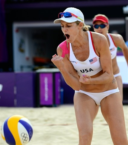 Jennifer Kessy of the U.S. celebrates a point against Spain's Liliana Fernandez Steiner and Elsa Baquerizo McMillan