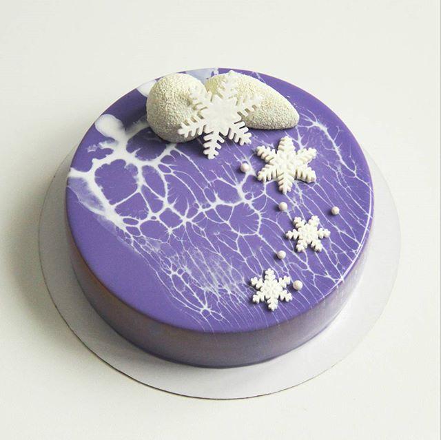 Тортик для предновогоднего Дня Рождения!❄️❄️❄️Внутри молочный шоколад-черная смородина #тортыназаказ #тортыекб #тортыназаказекб #тортыназаказекатеринбург #yummy #жби #тортыжби #жкрассветный #cake #glase #instafood #yum #yummy#glase#moussecake#chocolatejewels#dailyarts#dessert#pastryart#cakes#тортназаказ#кондитерская#patissier#patisserie#entremet#pastrychef#екатеринбург