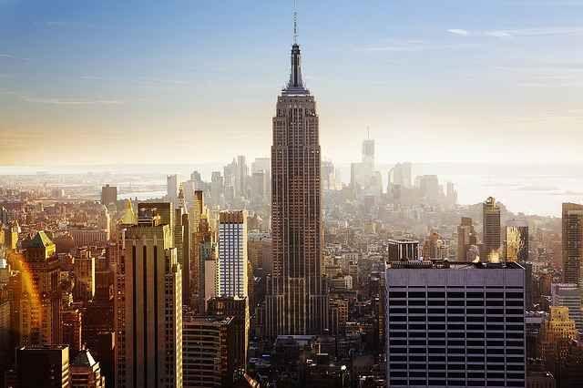 L'Empire State Building: esempio green da imitare! L'Empire State Building di New York è fra gli esempi più importanti al mondo di green e ecosostenibilità. Ma la cosa curiosa è che non è voluto! Oggi vi raccontiamo la storia di questo iconico edific #green #buildingautomation #casa