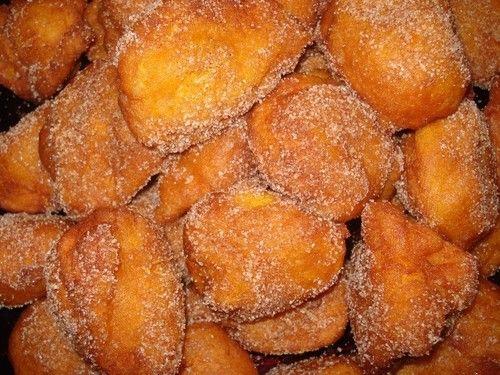 1,5kg de abóbora menina limpaRaspa da casca de 2 laranjas3ovos (claras em castelo)500g de farinha1col. (sopa) rasa de fermentoAçúcar/ canela/ s...