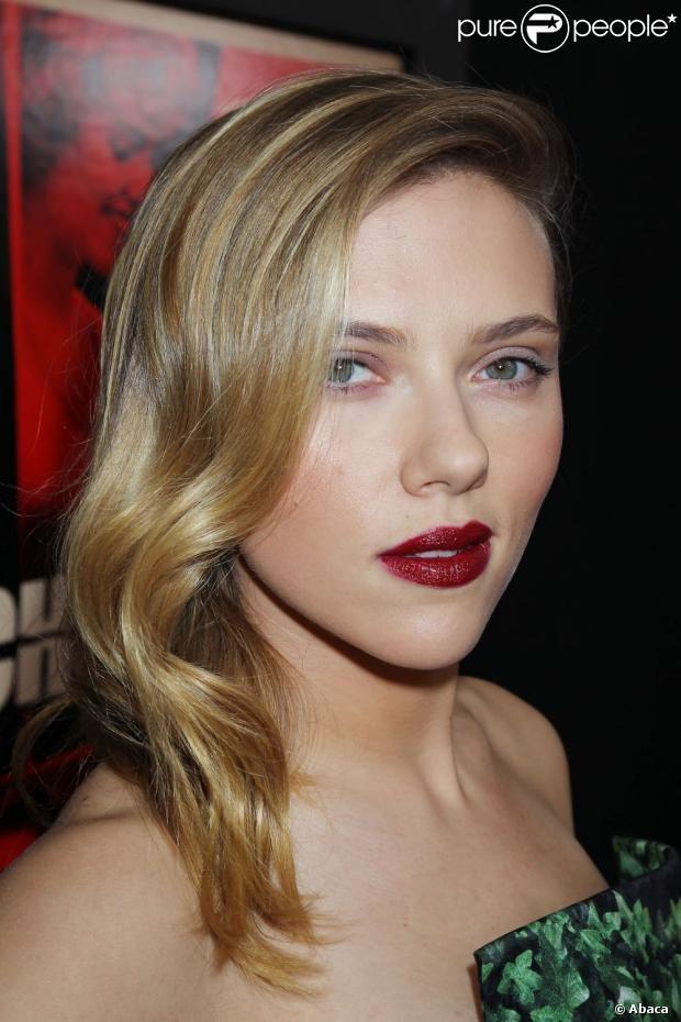 Scarlett Johansson brilha no tapete vermelho