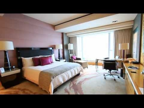 Inside the Four Seasons Hong Kong Hotel