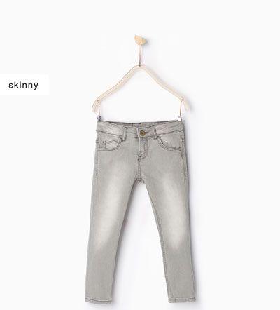 изображение 1 из Базовые облегающие джинсы от Zara