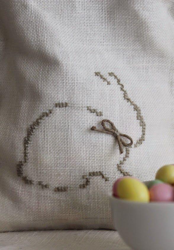 tanti ovetti colorati,   un sacchettino e   un coniglietto da ricamare,                           per augurarvi   BUONA PASQUA           ...