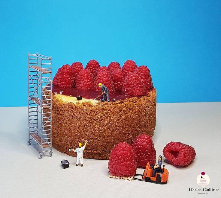 """Volete che la Cheesecake non abbia più segreti per voi? Rivolgetevi alla """"Lilliput Costruzioni""""da anni é sinonimo di qualità nella realizzazione di muri in biscotto, trasporto di frutta e in pavimenti di confettura ⛟. Buon weekend amici , a venerdì"""