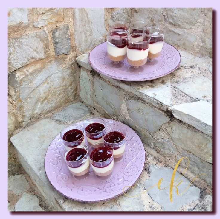 Cheesecakes with strawberry puree!