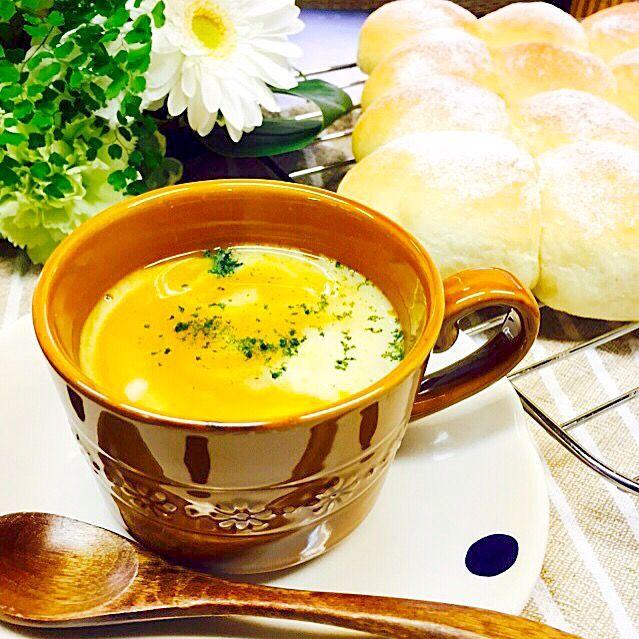 朝ごはんのお供に。セロリ人参玉葱なども一緒にかぼちゃのポタージュ\(//∇//)\ - 23件のもぐもぐ - かぼちゃのポタージュとちぎりパン。 by fb4477802410367