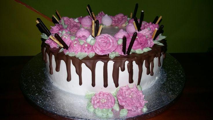 Torta per il 17°compleanno di mia figlia Chiara 🎂 Copertura e fiori realizzati con crema al burro meringata