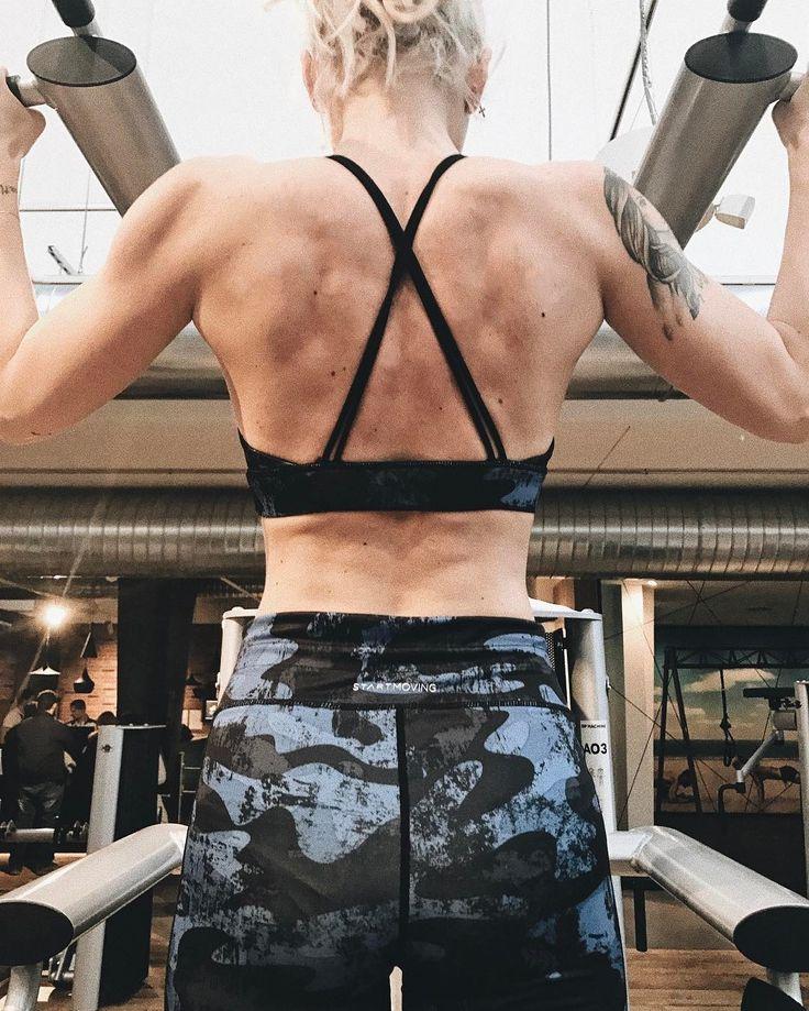 // uno degli obiettivi che mi ero posta era di migliorare la muscolatura della schiena ci stiamo lavorando!  @mcfit_it @max_corallo #chiaralosh #gym #fit #fitness #fitnessgirl #fitgirl #girl #girls #mcfit #proudtobemcfit #iomialleno #photooftheday #fitnessmodel #fitnessmotivation #fitnessaddict