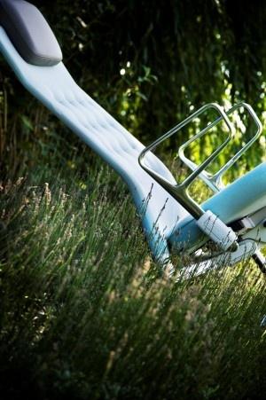 Vitra ID CHair Office Chair bureaustoel Kunst op kantoor  Een serie van foto's op aluminium met beroemde design objecten als fotomodel; Eames Plastic Chair van Charles & Ray Eames, ID Chair van Antonio Citterio, de Eames Lounge Chair van Charles & Ray Eames.
