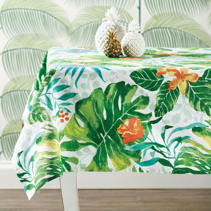 Go tropical at the dinner table with bold pattern and colours #tabletop #bedbathntable