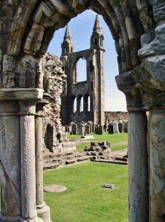 Restos de la catedral de St Andrews en Escocia