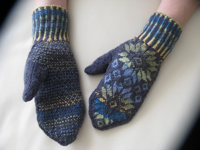 Ravelry: Mittens pattern by Alice Starmore