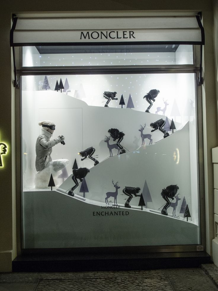 Moncler, Berlin – Fashion Week 2016 - Visual Merchandising World