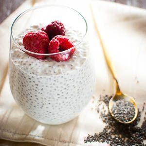 Overnight Oats sind immer eine tolle Frühstücks-Idee, wenn man es mal sehr eilig am Morgen hat. Einfach abends in wenigen Minuten vorbereitet und morgens dann sofort essbereit und sogar super zum M…