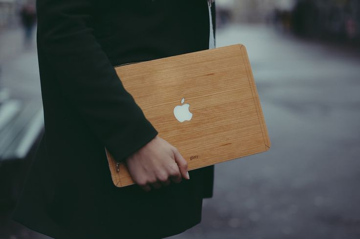 Style your MacBook in Wood with Glitty