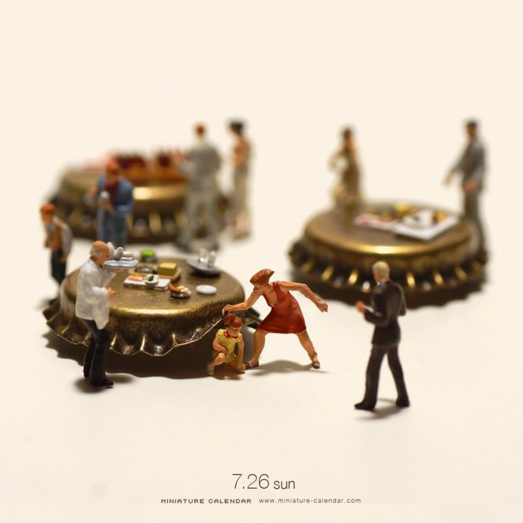 Best Lillipuziani Images On Pinterest Creative Artists And - Artist creates miniature paintings everyday entire year