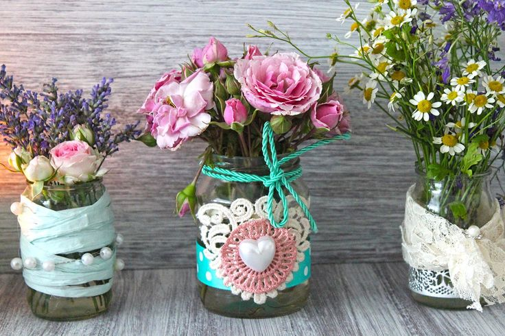 Vintage Gläser könnt ihr bei eure Tischdeko beispielsweise als Vase verwenden. Schaut vorbei und entdeckt viele Beispiele! | Ideen und Inspirationen