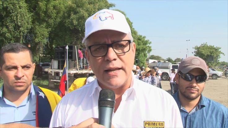 """<p>""""Todos los productores agrícolas en Quibor, estado Lara le piden al Gobierno de Nicolás Maduro, que los dejen trabajar, que los dejen seguir produciendo los alimentos que el pueblo de Venezuela requiere. Los venezolanos están pasando hambre y es por culpa de Maduro y sus secuaces"""", así declaró el diputado ante la Asamblea Nacional, Alfonso Marquina, en marco de la caravana de 12km realizada este jueves, en el municipio Jiménez de la entidad larense.</p>"""